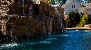 swimming-pool-water-feature